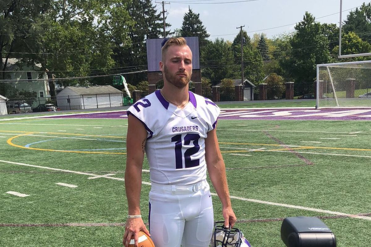 Gay Football Player Scores First College Touchdown As Out -7539