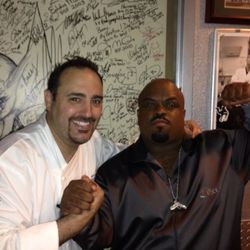 Cee Lo Green stops by executive chef Barry Dakake's celebrity Shake Down Door while dining at N9NE Steakhouse.
