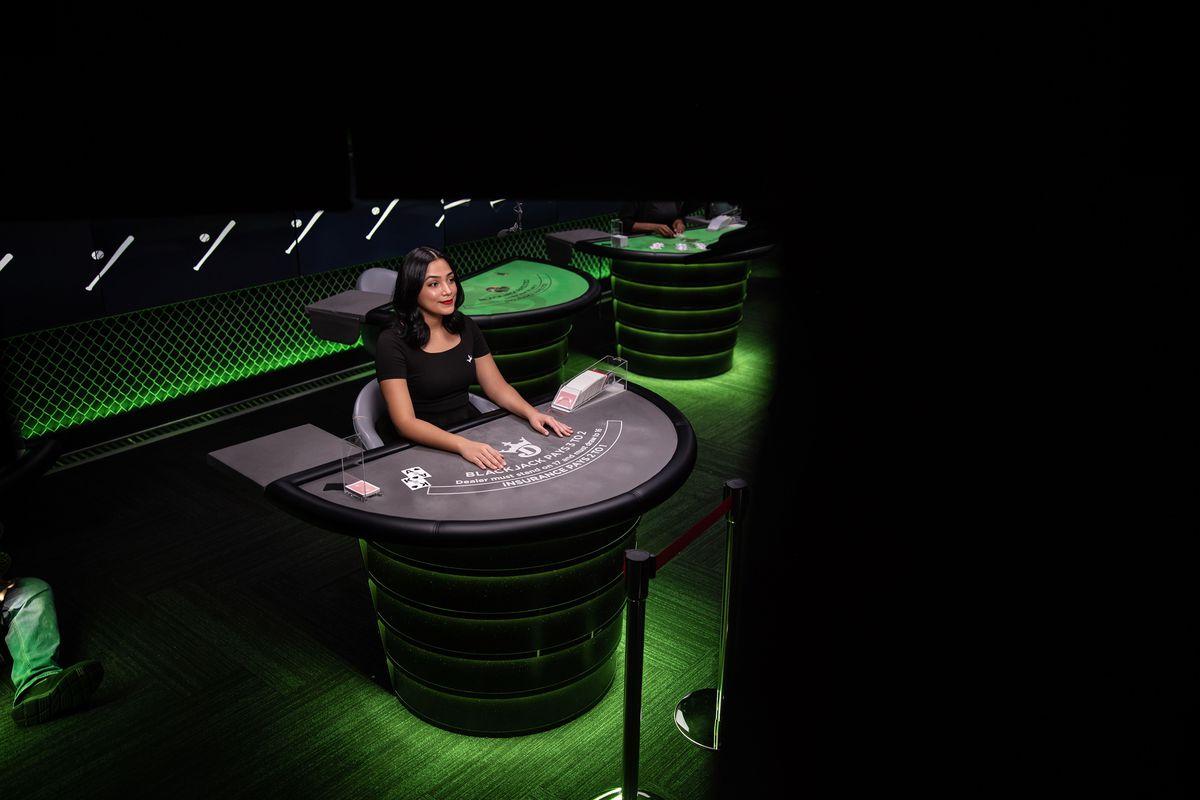 DraftKings Casino blackjack dealer