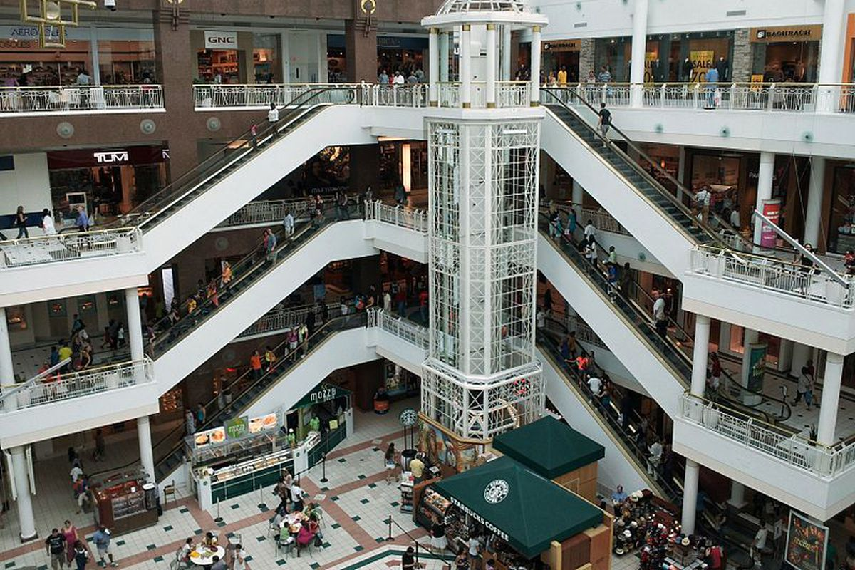 The Fashion Centre In Arlington Virginia Photo By Ben Schumin Wikimedia Commons