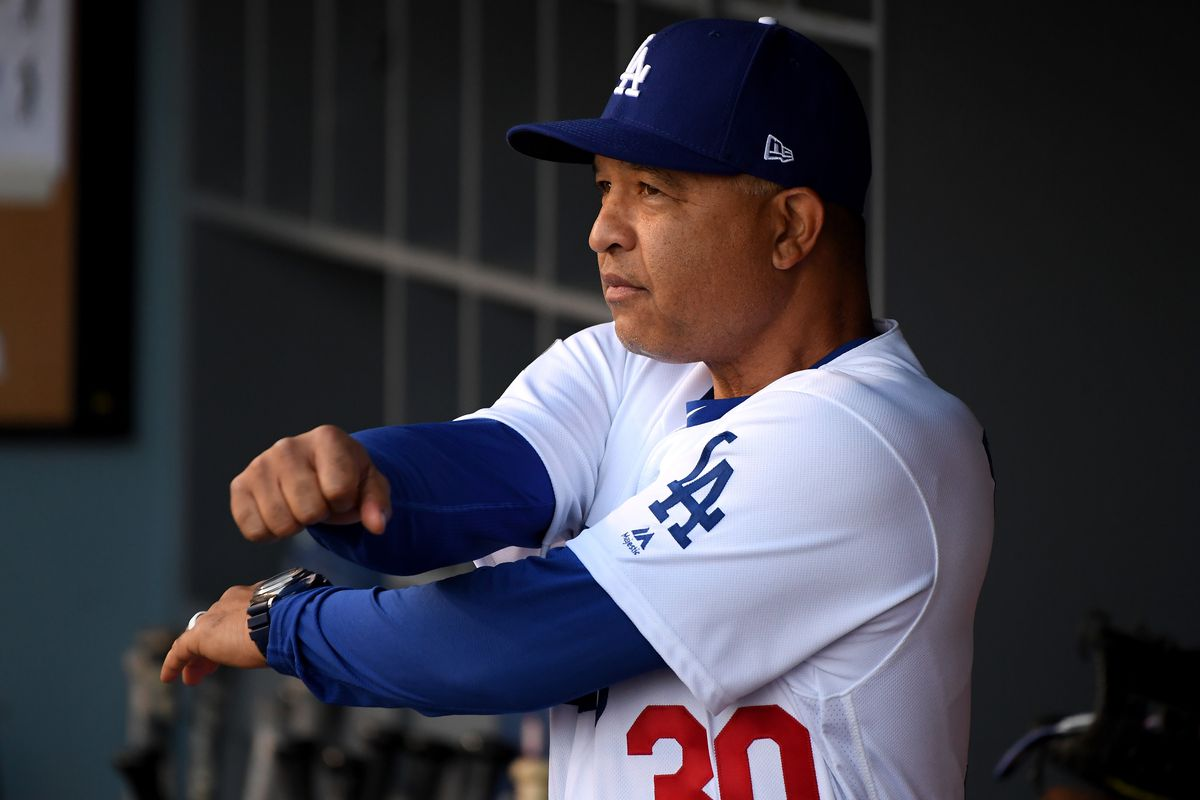 Dave Roberts contract: Dodgers exercise 2019 option on their