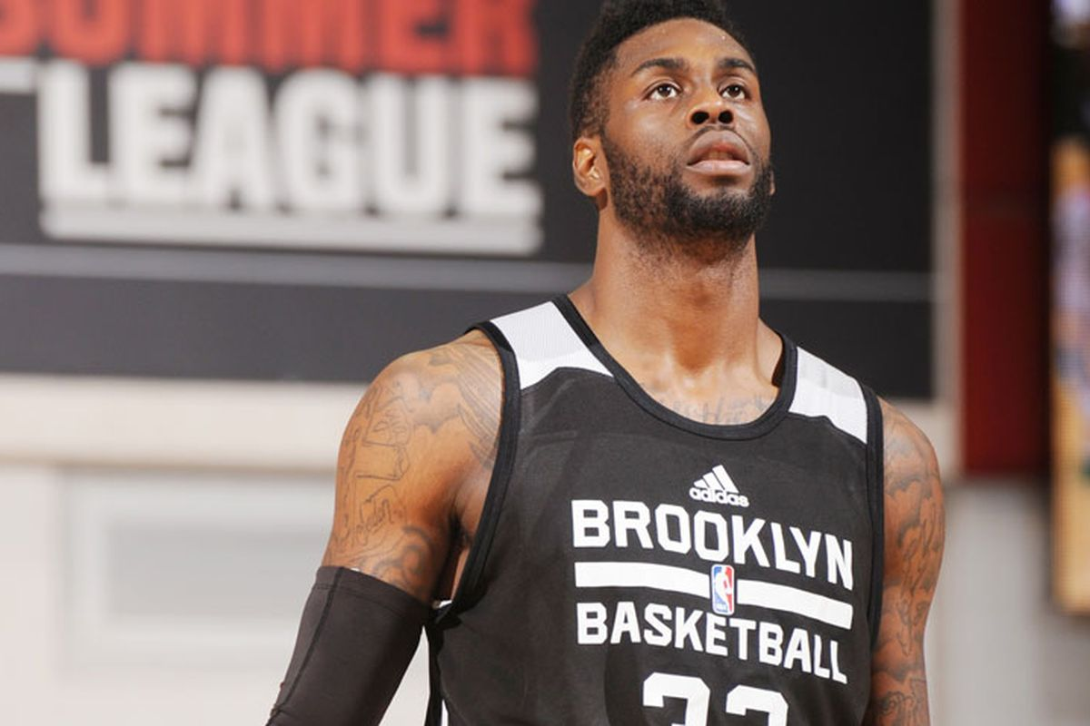 No the Brooklyn Nets Willie Reed is NOT Willis Reed s son