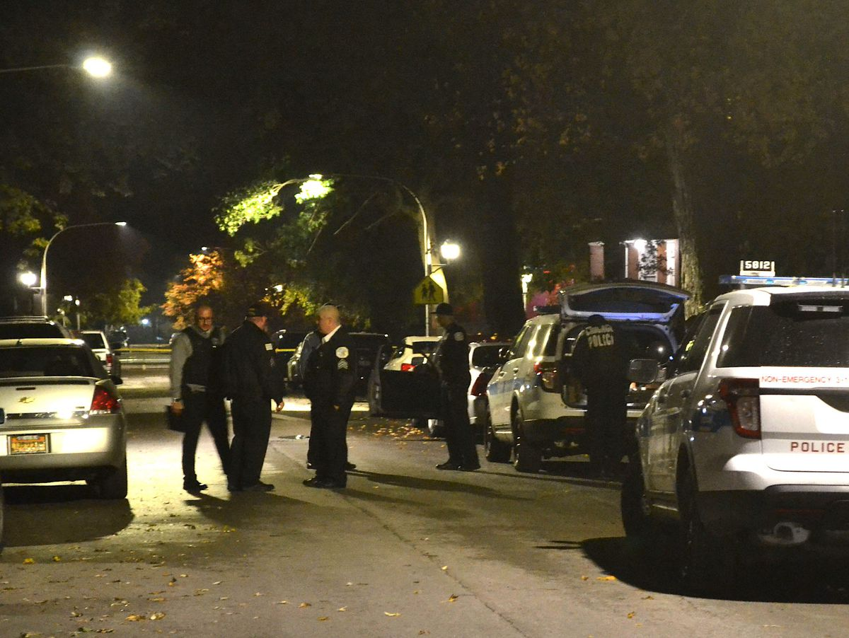 Police investigate a shooting about 4 a.m. Sunday, October 28, 2018 in the 5900 block of South Peoria Avenue in Chicago. | Justin Jackson/ Sun-Times