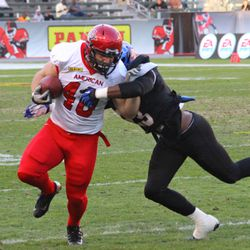 San Diego State fullback Chad Young tries to get away from Lonnie Ballentine.