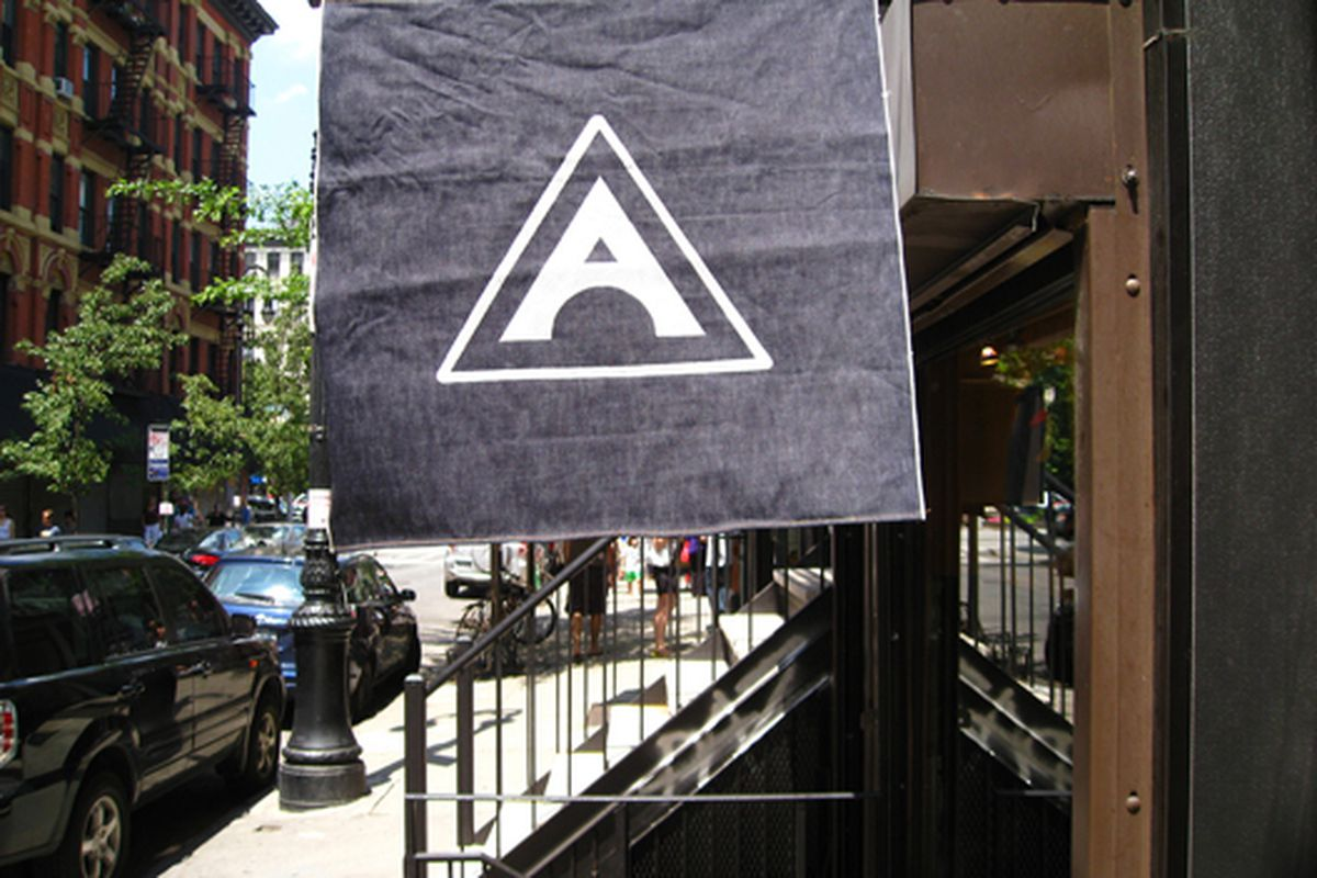 """Image via <a href=""""http://racked.com/archives/2008/09/30/storecasting_amoskea_xx_opening_on_orchard.php"""">Bowery Boogie</a>"""