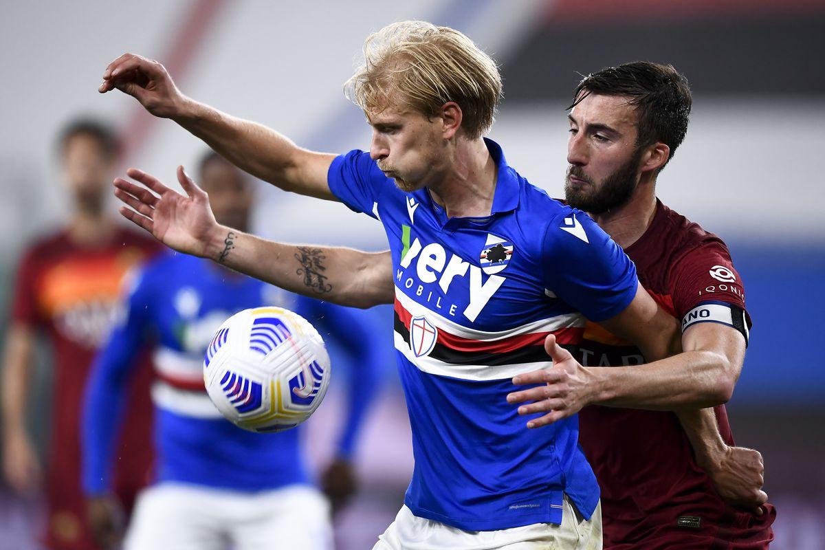 Morten Thorsby (L) of UC Sampdoria is challenged by Bryan...