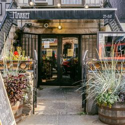"""<b>↑</b>Minimalist with a rustic twist, <b><a href="""" http://licmarket.com/"""">LIC Market</a></b> (21-52 44th Drive) captures the modern yet welcoming vibe of its neighborhood. Settle in with a mimosa and enjoy classics done simply and oh-so-well, like butte"""
