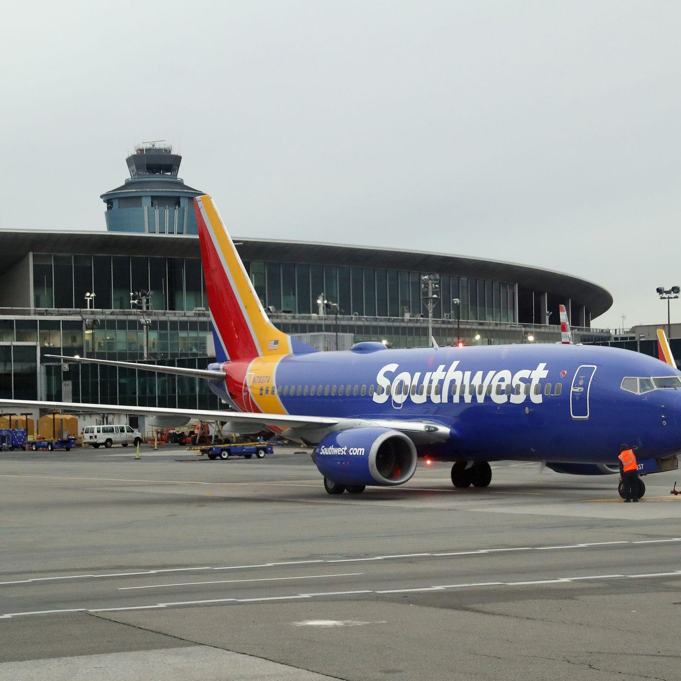 Flight delays into LaGuardia Airport amid staff shortages - Curbed NY