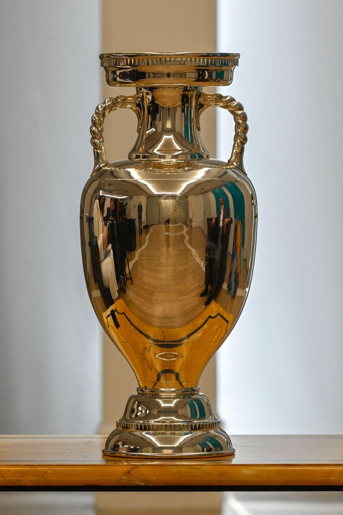 FBL-EURO-2020-2021-TROPHY