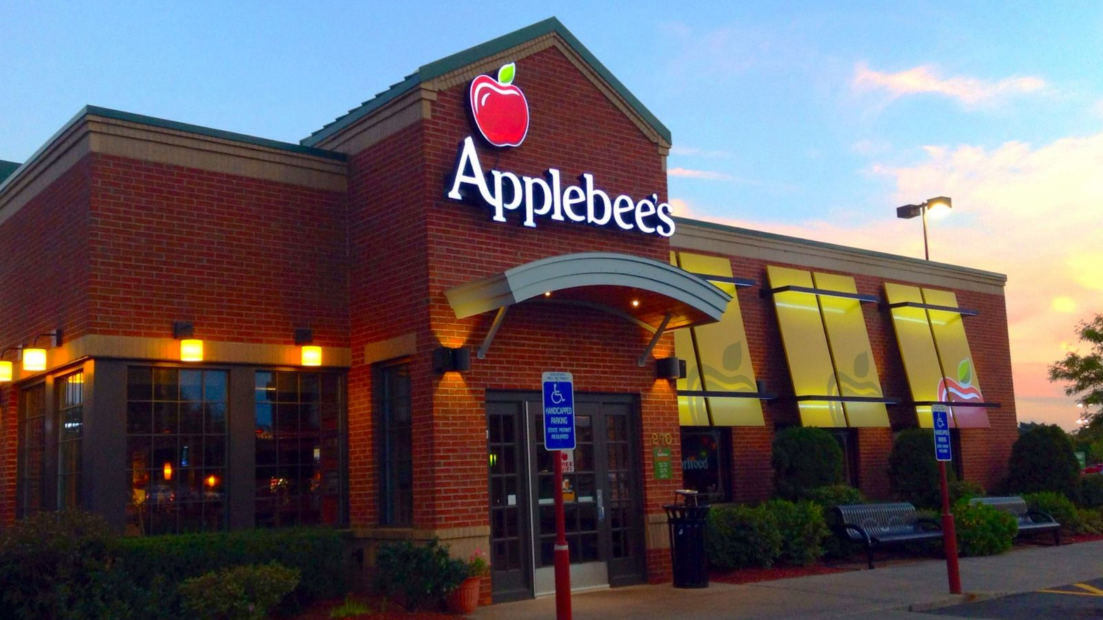 Welcome to Applebees Neighborhood Grill Bar lively American casual dining classic drinks and local drafts Find your nearest location or order online