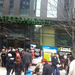 """Earlier today, Whole Foods gave away frozen food in Tribeca. Image via <a href=""""https://twitter.com/katebetts/status/263682466945064960"""">@katebetts</a>."""