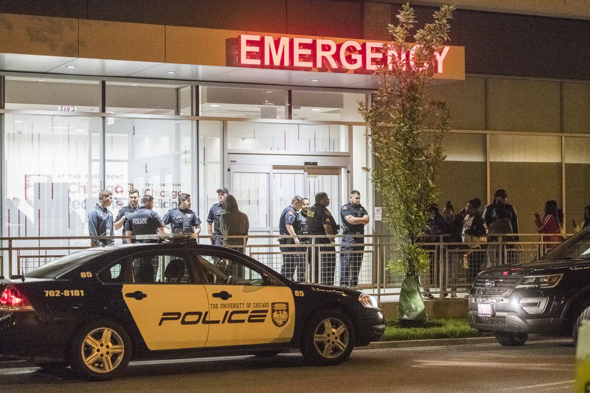 University of Chicago and CPD stage outside the University of Chicago Emergency entrance for crowd control. | Tyler LaRiviere/Sun-Times