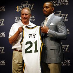 Utah Jazz General Manager Kevin O'Connor, left, introduces Randy Foye as the new Utah Jazz guard during a press conference at the Zions Bank Basketball Center in Salt Lake City on Thursday, July  26, 2012.