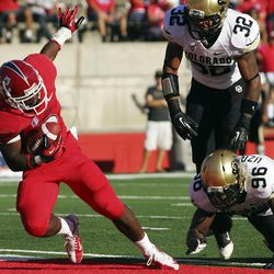 Fresno State's Robbie Rouse rushes in for a touchdown against Colorado's Paul Vigo and Chidera Uzo-Diribe in the first quarter of an NCAA college football game in Fresno, Calif., Saturday, Sept. 15, 2012.