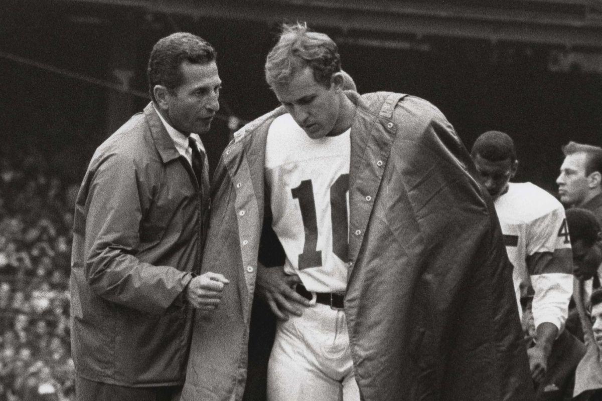 Giants coach Allie Sherman with quarterback Fran Tarkenton during a Sept. 8, 1967 game at Yankee Stadium.