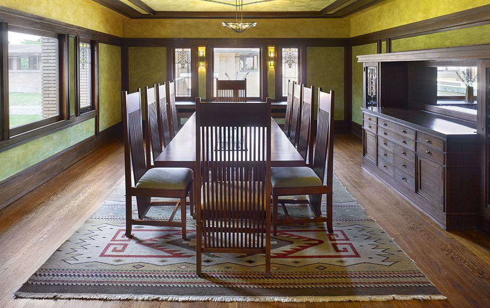 Dining room with gilded wall