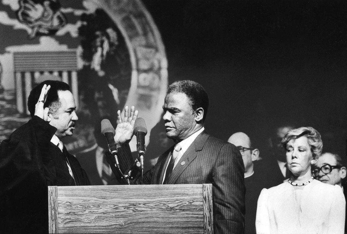 Cook County Circuit Judge Charles E. Freeman swears in Harold Washington as the mayor of Chicago. File Photo.