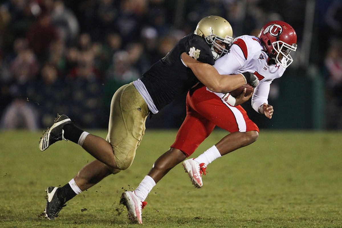 Beleaguered Notre Dame linebacker Manti Te'o makes a tackle.