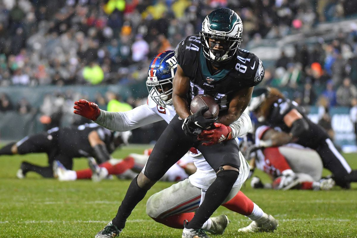 Philadelphia Eagles wide receiver Greg Ward catches a pass against New York Giants outside linebacker Alec Ogletree at Lincoln Financial Field.