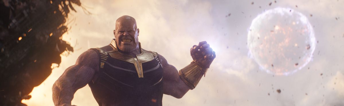 Avengers: Infinity War - Thanos with the Infinity Gauntlet