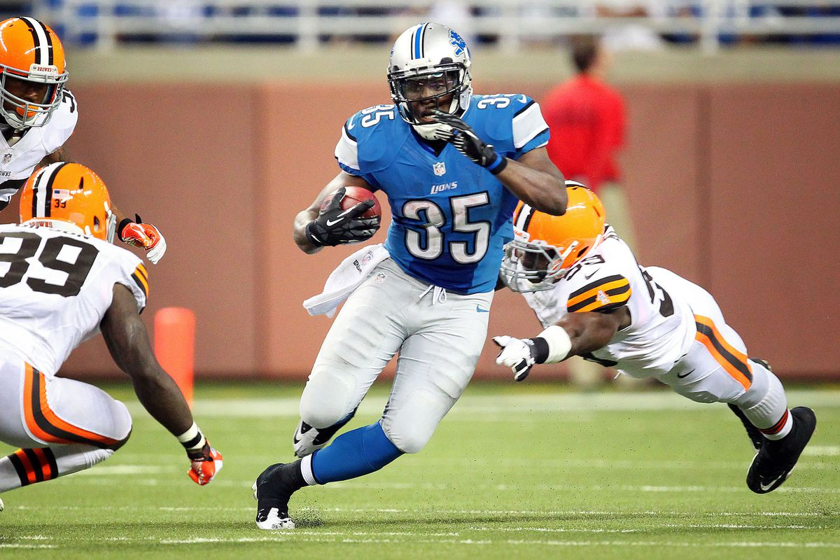 Joique Bell (35) slips a tackle during the second half between the Detroit Lions and the Cleveland Browns at Ford Field.    Mandatory Credit: Mike Carter-US PRESSWIRE