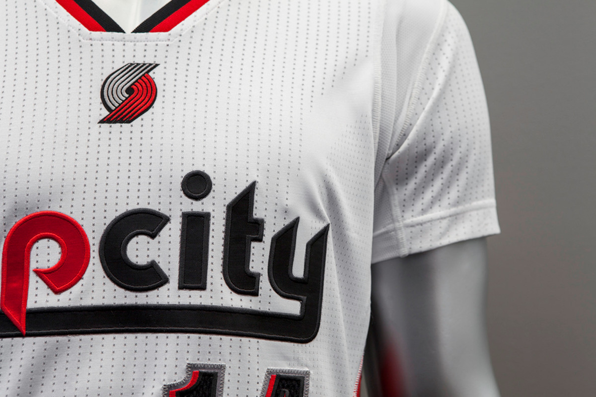 designer fashion 6a6a1 a6287 Trail Blazers' New Sleeved 'Rip City' Jersey Splits Fans in ...