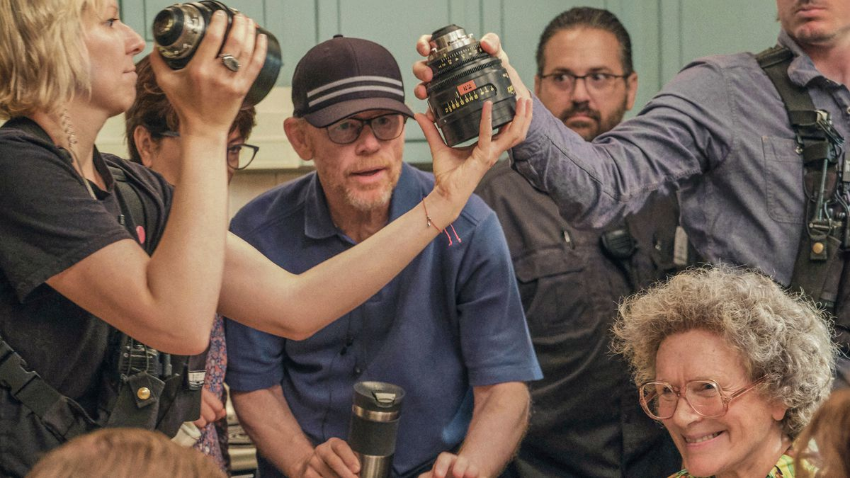 Ron Howard on the set of Hillbilly Elegy, with Glenn Close in costume