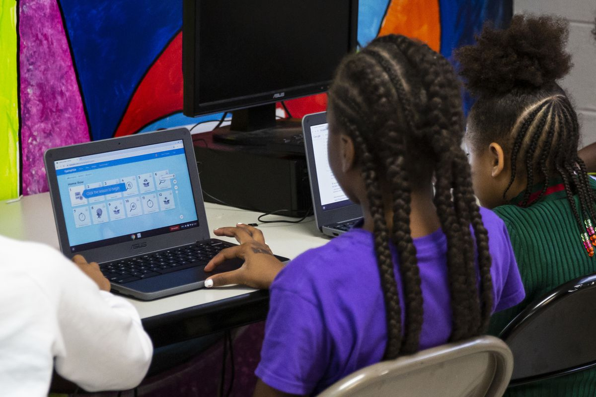Chicago Public Schools students use computers at a contingency site, James R. Jordan Boys & Girls Club at 2102 W. Monroe St., during last fall's Chicago Teachers Union strike.