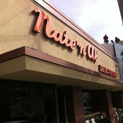"""Begin your day at <a href=""""http://www.iamnotastalker.com/2010/08/18/nate-n-als-delicatessen/"""" target=""""_blank"""">famous</a> Jewish deli <a href=""""http://www.natenal.com/"""" target=""""_blank"""">Nate 'n Al Delicatessen</a> (414 N Beverly Drive), a locally-faved (and"""
