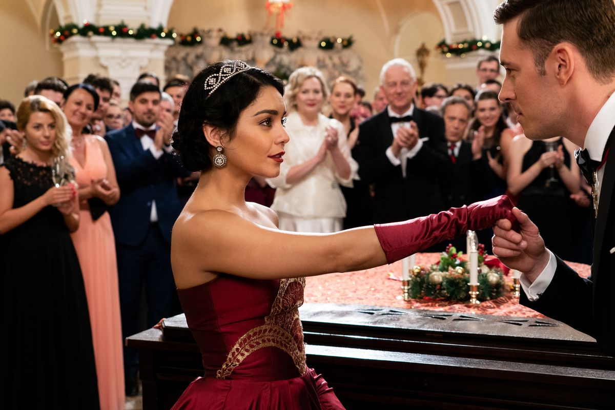 Honestly I'm already not sure if she's the princess or the pauper in this  scene and I finished this movie an hour ago. Gabriel Hennessey/Netflix