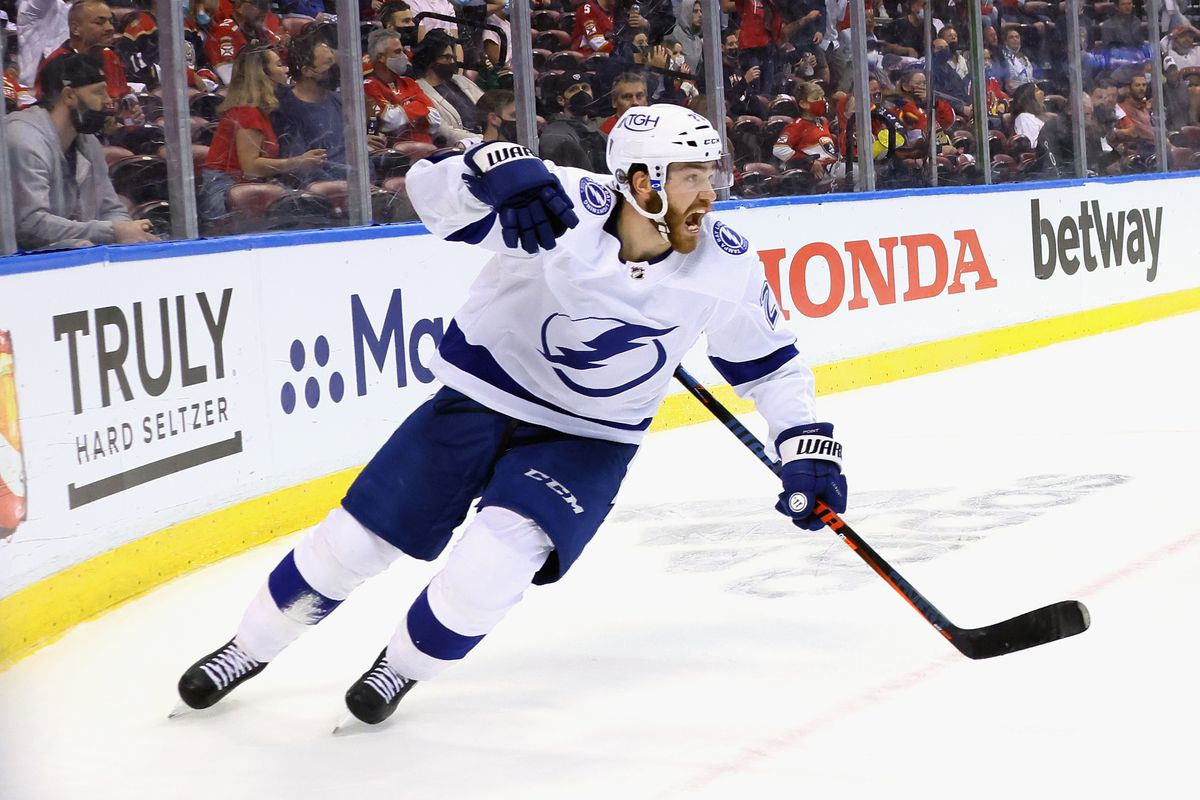 Tampa Bay Lightning Power Their Way To 5 4 Win Over The Florida Panthers Raw Charge