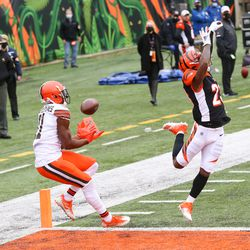 October 2020: In Week 7, after going 0-of-5 in the first quarter with an interception, Baker Mayfield had a historic performance for Cleveland, completing 22 of his final 23 passes for 297 yards and 5 touchdowns, including an improbable 24-yard touchdown pass to WR Donovan Peoples-Jones in the right corner of the end zone with 11 seconds to go. Cleveland won the crazy back-and-forth shootout by a score of 37-34.