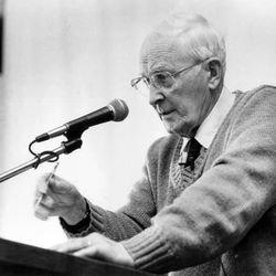 Hugh Nibley speaks at an air-quality symposium in 1989.