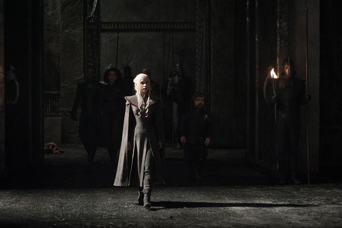 Game of Thrones season 7 - Daenerys walking around Dragonstone