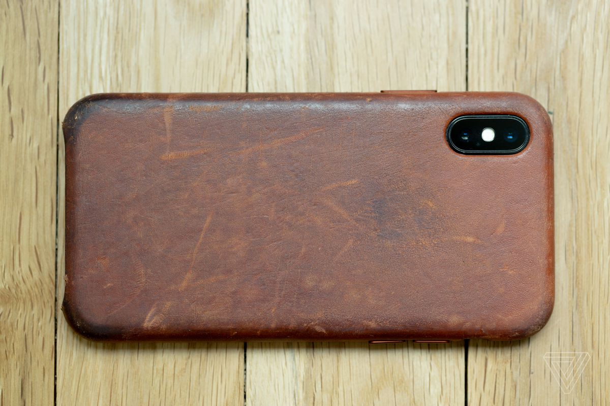wholesale dealer 97ad9 3e84e How to get a great patina on your iPhone X leather case - The Verge
