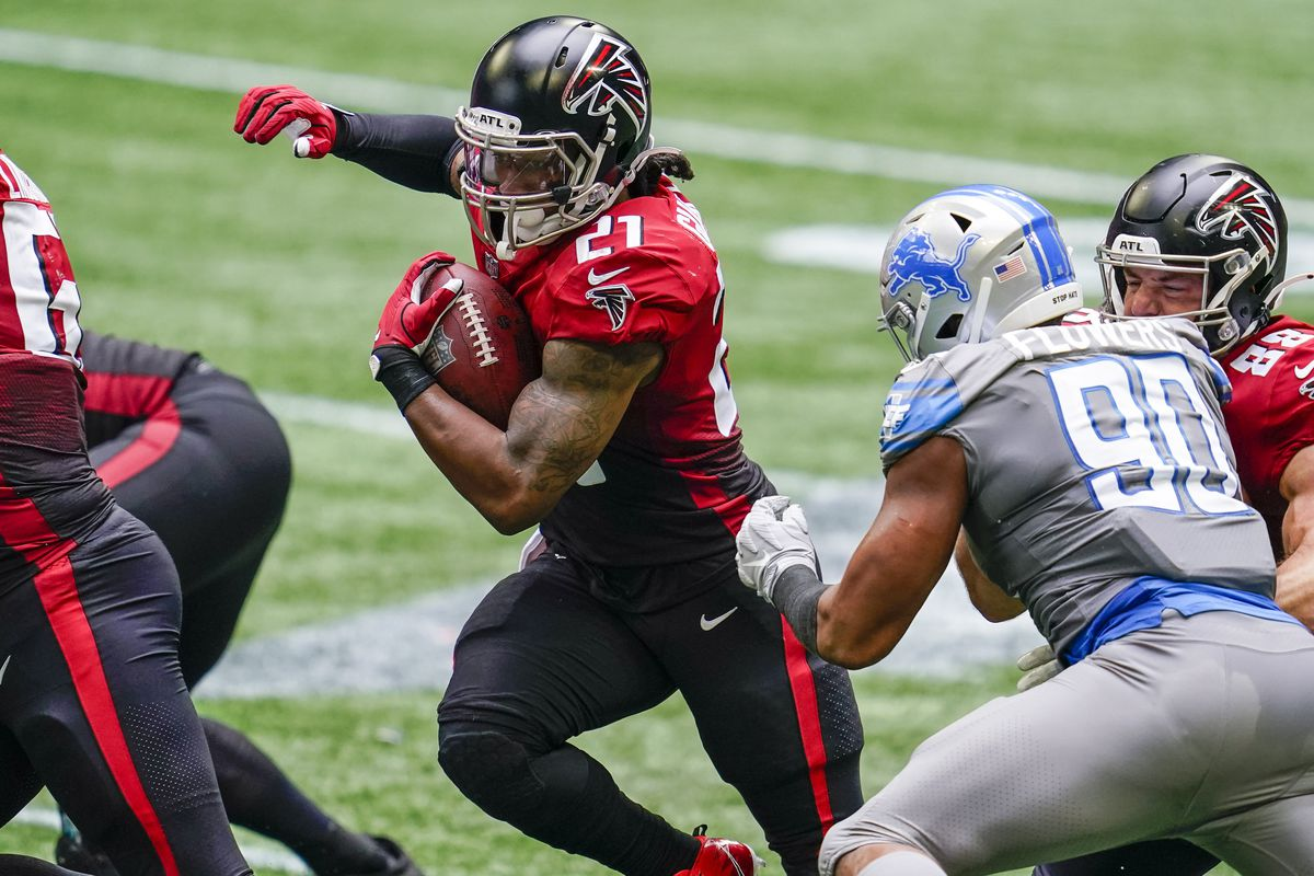 Atlanta Falcons running back Todd Gurley II  runs against the Detroit Lions during the first half at Mercedes-Benz Stadium