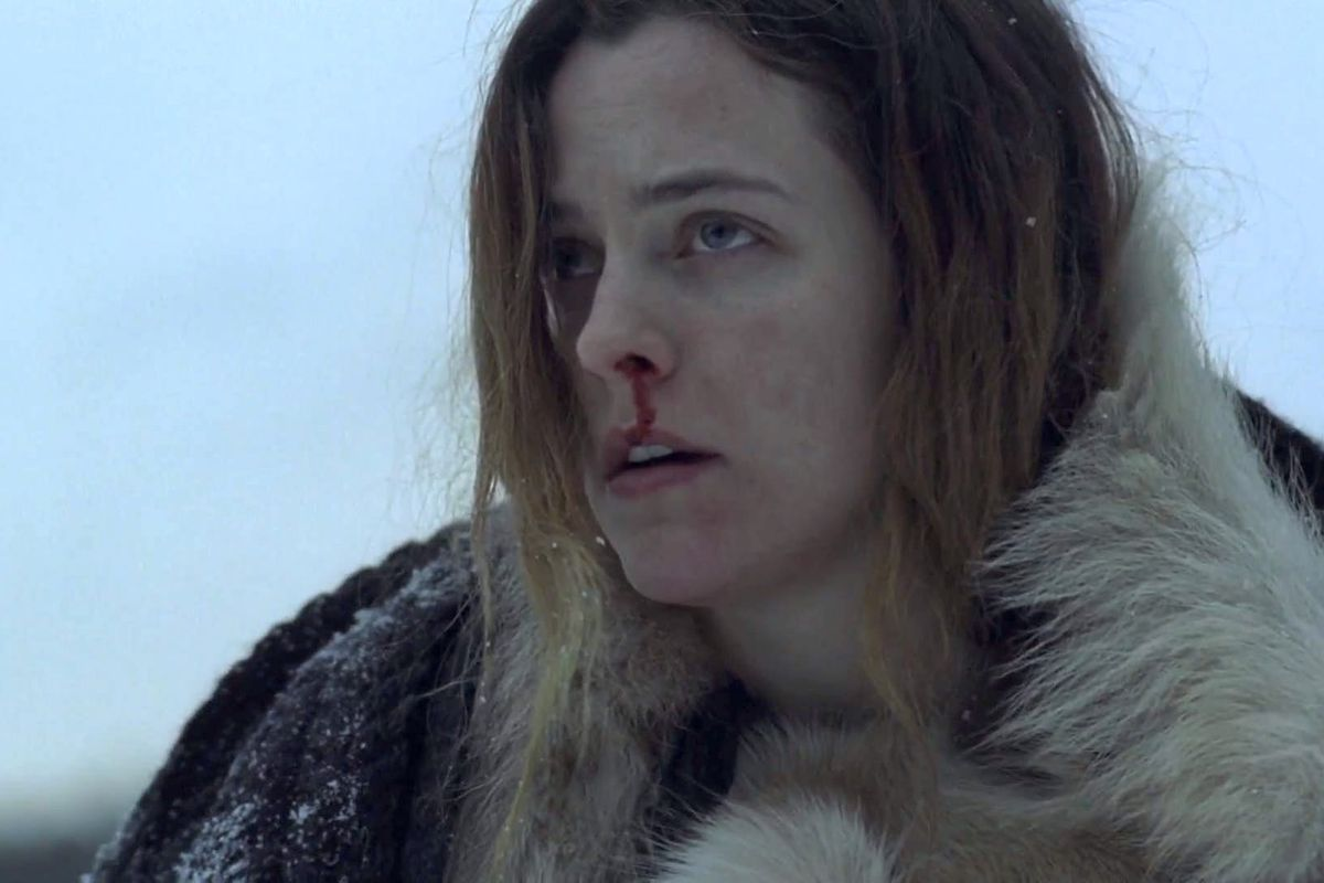 Riley Keough's nose bleeding in The Lodge