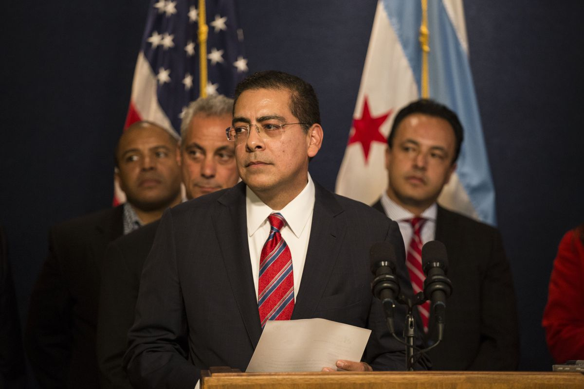 Interim CEO of Chicago Public Schools Jesse Ruiz speaks during a news conference in 2015.
