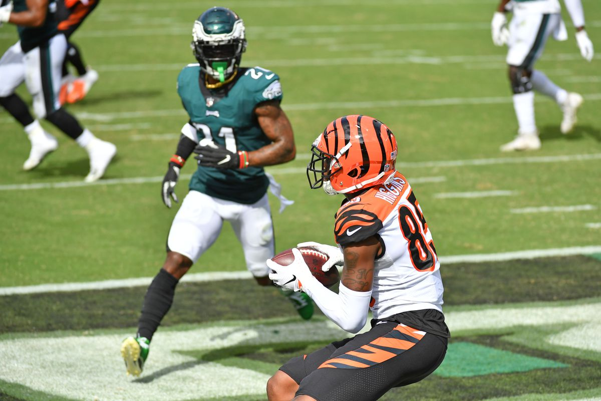 Cincinnati Bengals wide receiver Tee Higgins catches touchdown pass during the second quarter against Philadelphia Eagles strong safety Jalen Mills at Lincoln Financial Field.