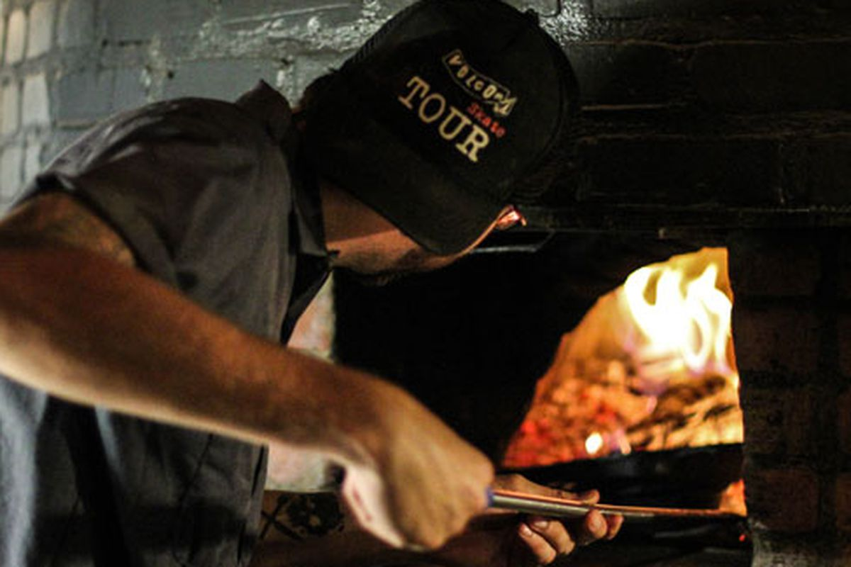 Moteur's oven fires up anew