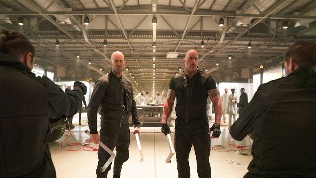 Jason Statham and The Rock preparing for a fight in Hobbs & Shaw