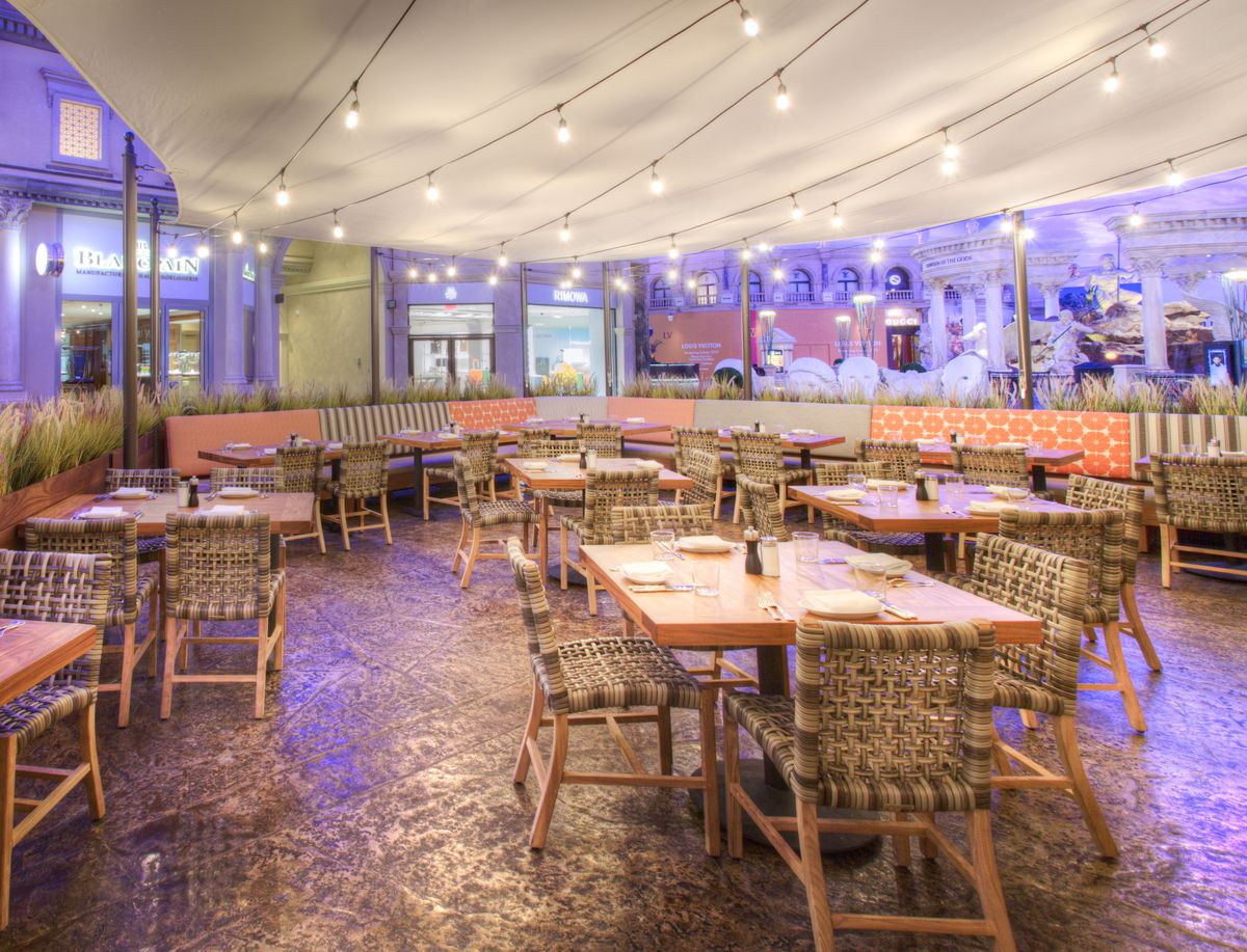 The patio at Water Grill