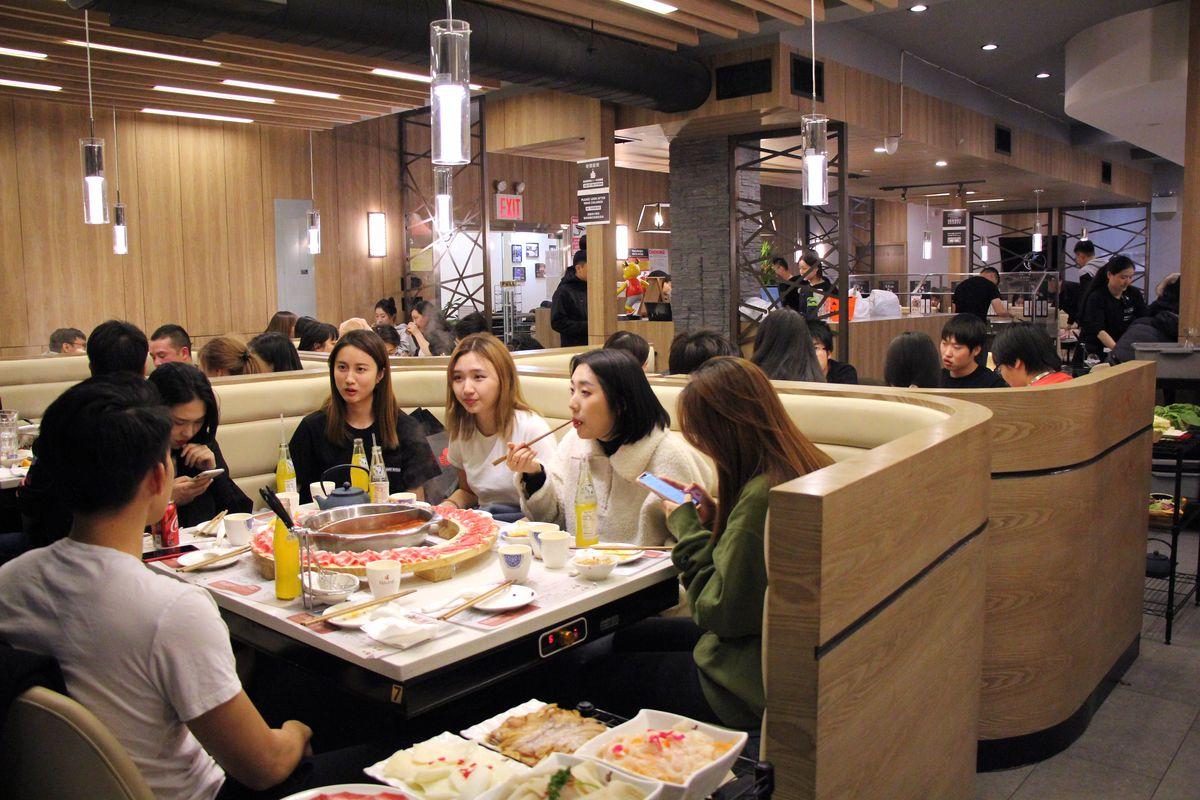 Liuyishou Hot Pot's dining room