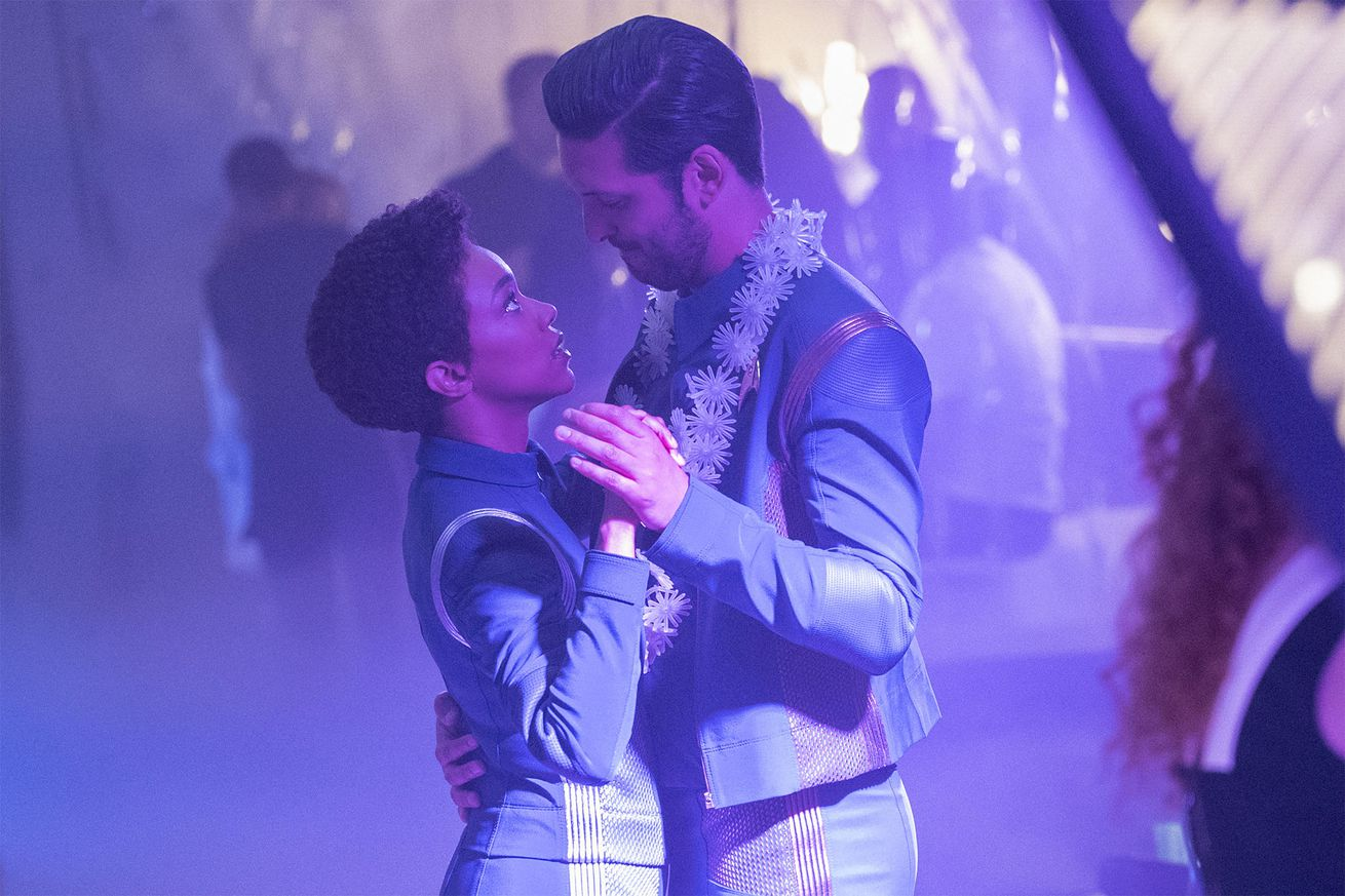 star trek discovery s shazad latif explains why ash tyler is more than an outdated classic male action hero