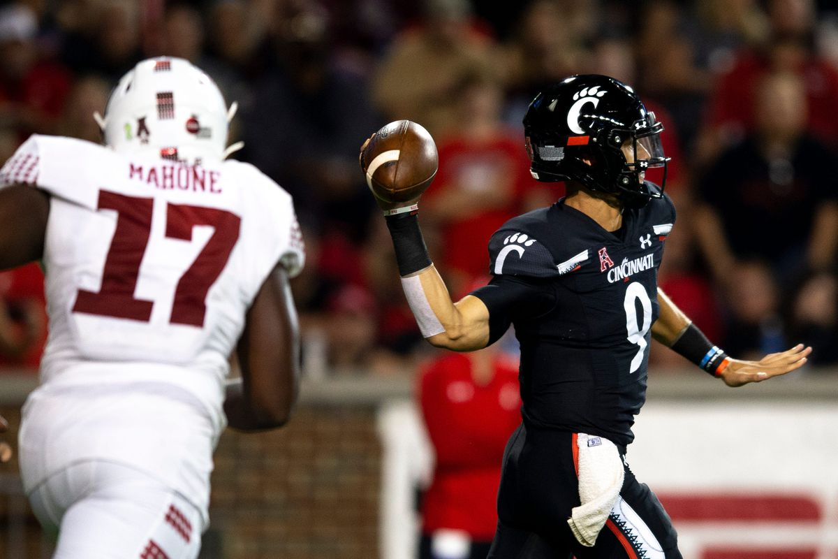 Cincinnati Bearcats quarterback Desmond Ridder (9) throws a pass in the second half of the NCAA football game on Friday, Oct. 8, 2021, at Nippert Stadium in Cincinnati. Cincinnati Bearcats defeated Temple Owls 52-3.