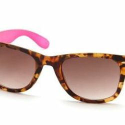 """<a href=""""http://www.charlotterusse.com/product/index.jsp?productId=12652301""""> Charlotte Russe Pop Color tortoise shell shades</a>, $5.50 charlotterusse.com"""