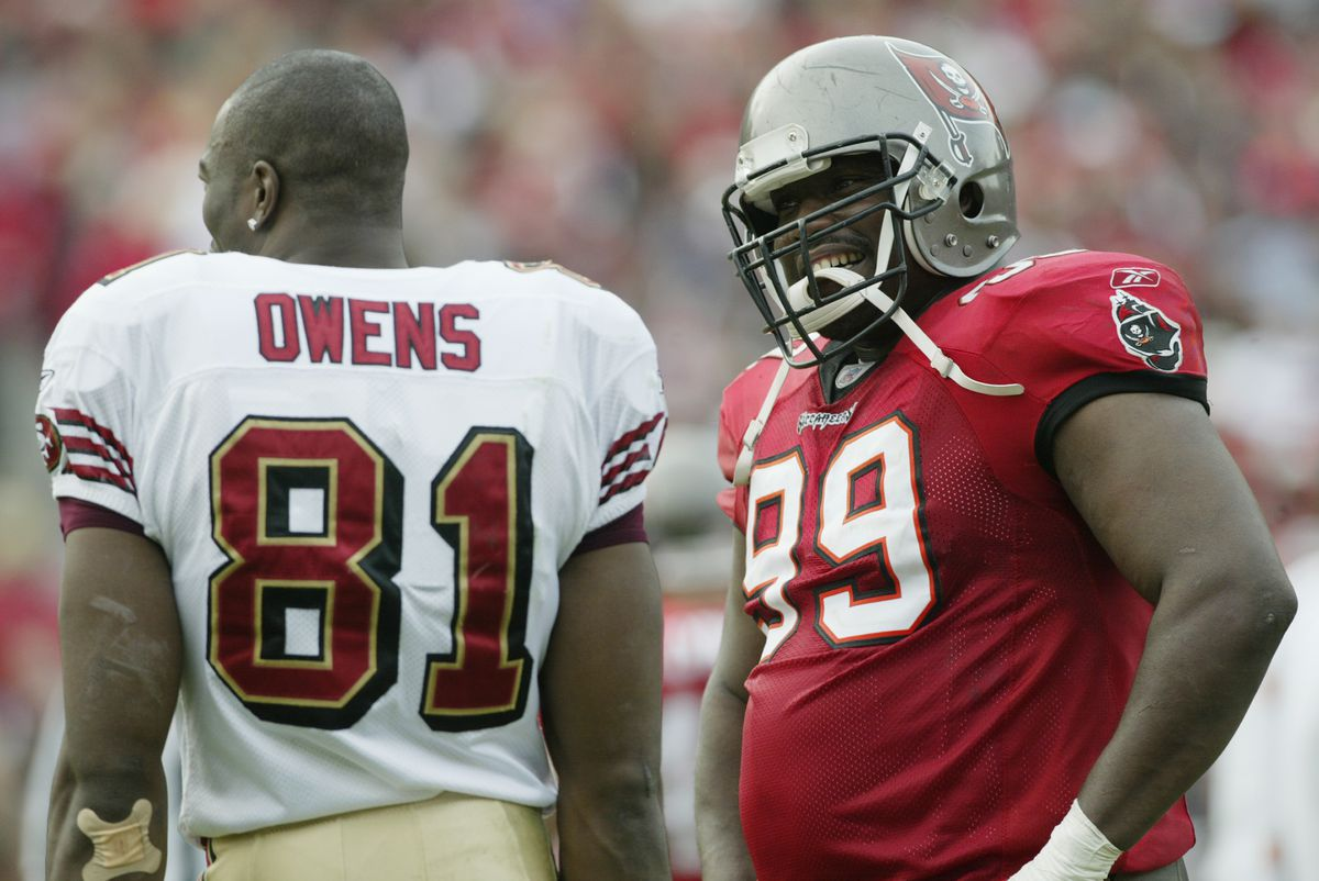 Owens and Sapp talk during the game