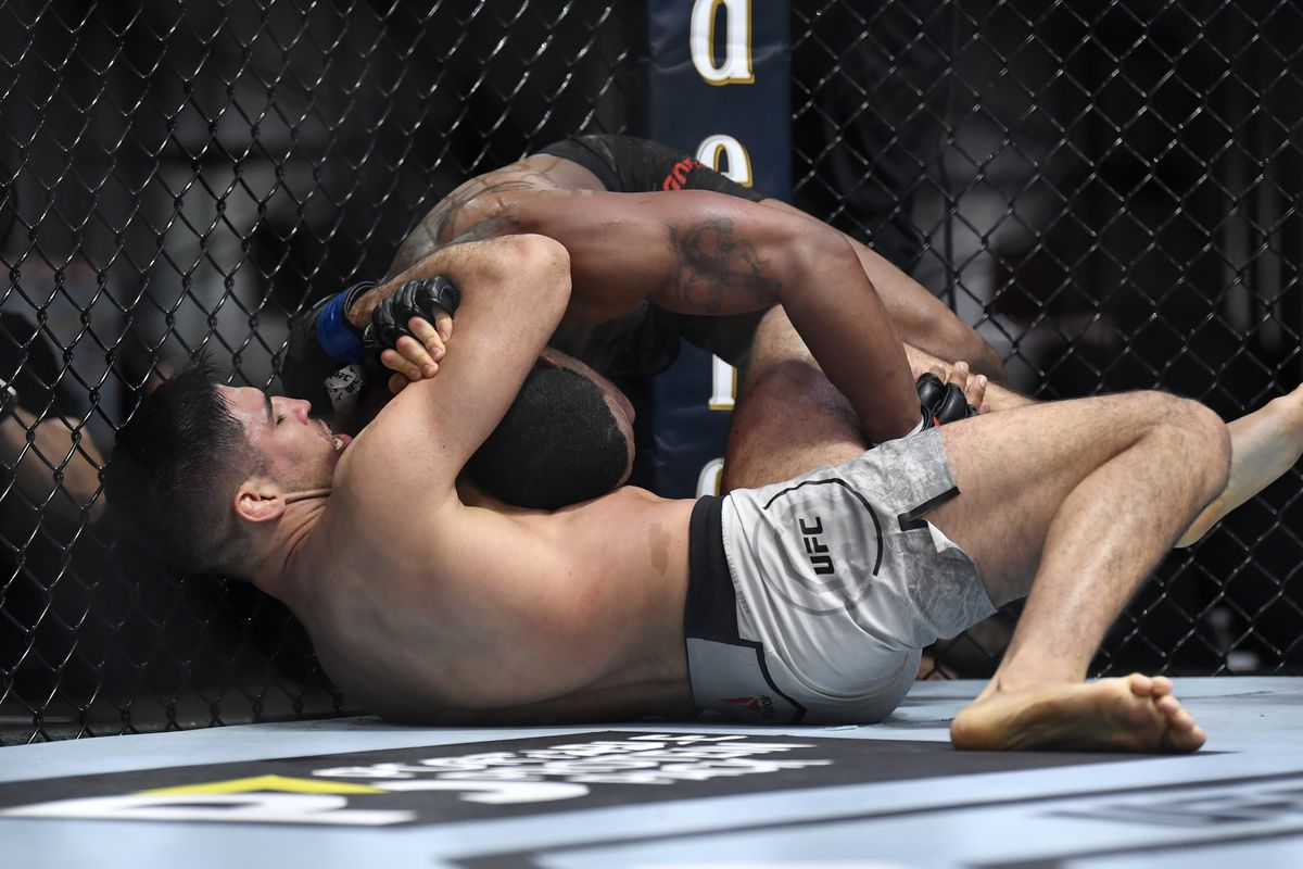 UFC 260 results: Vicente Luque submits Tyron Woodley with D'arce choke in  crazy opening round - MMA Fighting