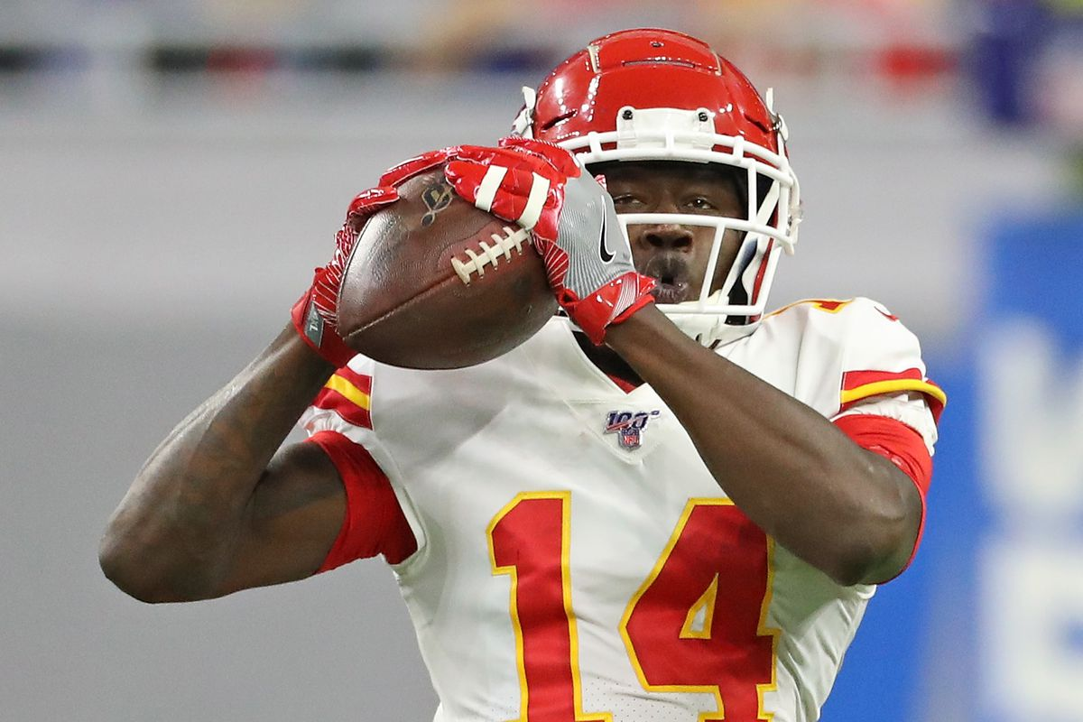 Sammy Watkins of the Kansas City Chiefs makes the catch during the fourth quarter of the game against the Detroit Lions at Ford Field on September 29, 2019 in Detroit, Michigan.
