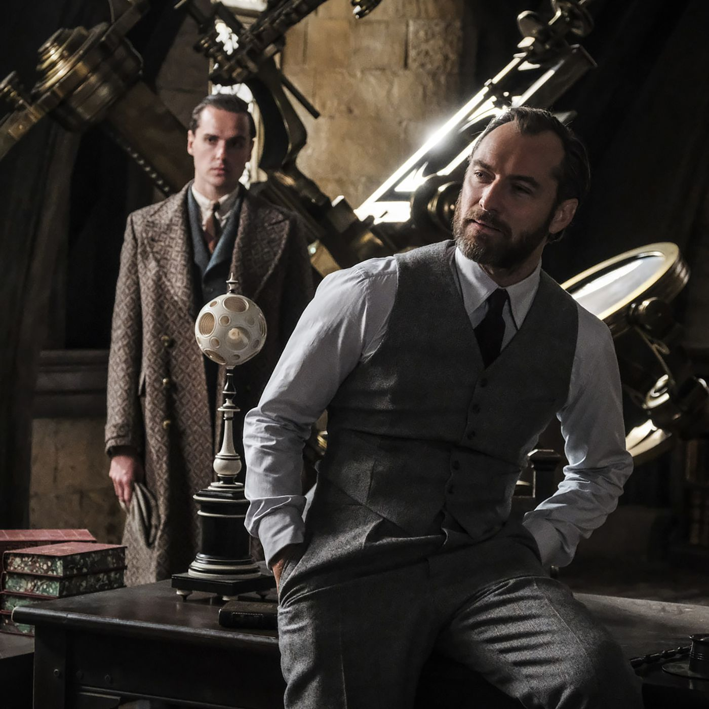 Fantastic Beasts The Crimes Of Grindelwald Trailer Teases A New